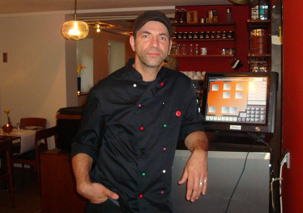 Ole Plogstedt im Restaurant Olsen mit seiner PosBill Kasse